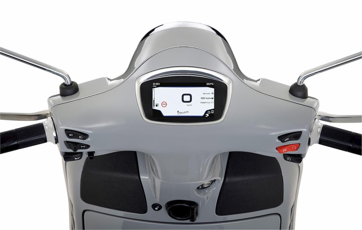 VESPA GTS 300 HPE στο Scooter Festival 2019, 15-17 Ιουνίο στο Παλιό Αμαξοστάσιο του ΟΣΥ